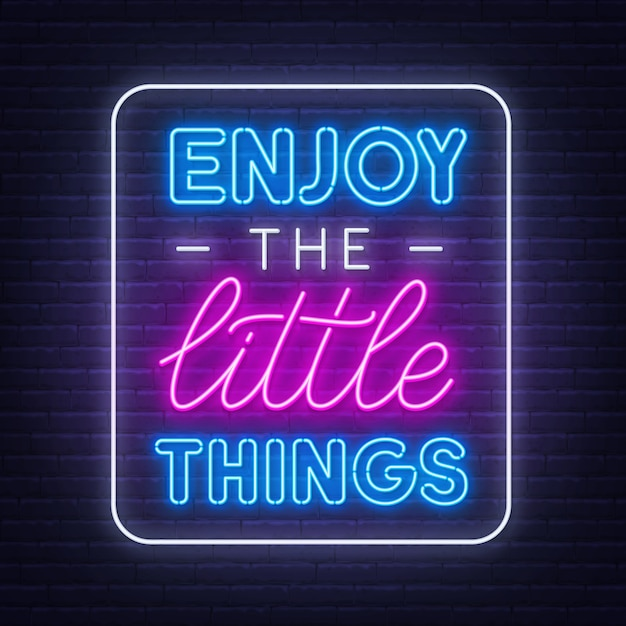 Goditi le piccole cose ispiratrici al neon su uno sfondo di muro di mattoni. Vettore Premium