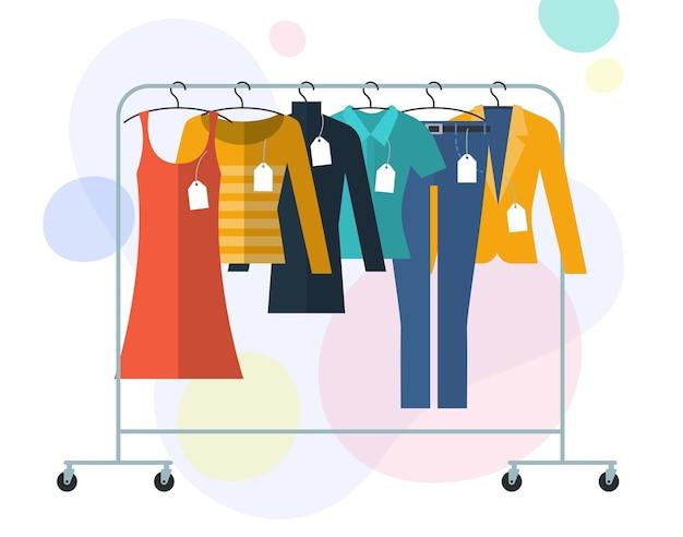 Illistration design piatto di vestiti su grucce con etichette e tag concetto di vendita dello shopping Vettore Premium