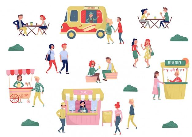 Set piatto di giovani e fast food di strada. pausa caffè e ora di pranzo. carrello per gelato, camion per hot dog, bancarella con succo di frutta fresco Vettore Premium