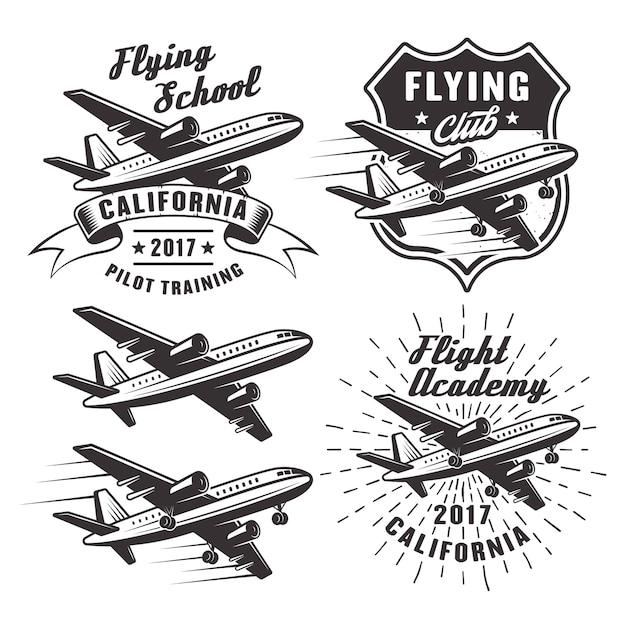 Scuola di volo insieme di emblemi, etichette ed elementi con aereo passeggeri in bianco e nero su priorità bassa bianca Vettore Premium