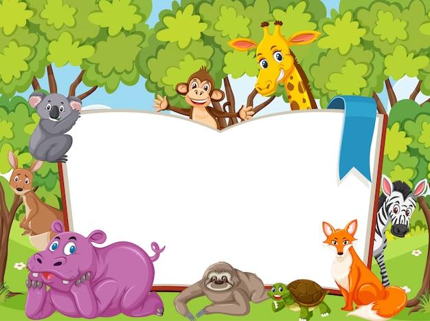 Libro bianco gigante con animali selvatici nella foresta Vettore Premium