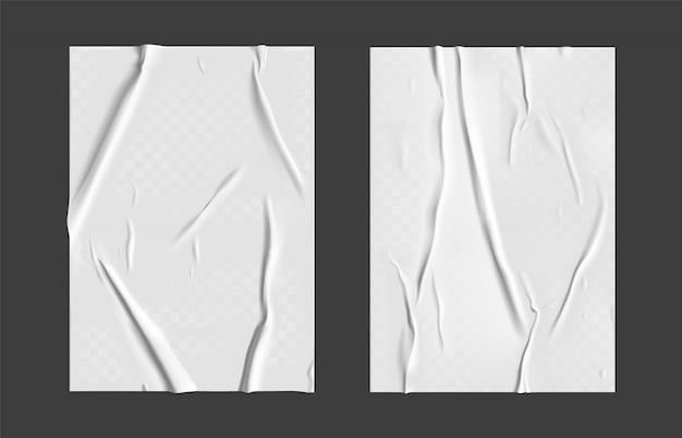 Set di carta incollata con effetto rugoso trasparente bagnato su sfondo grigio. modello di poster di carta bianca bagnata impostato con trama stropicciata. manifesti realistici Vettore Premium