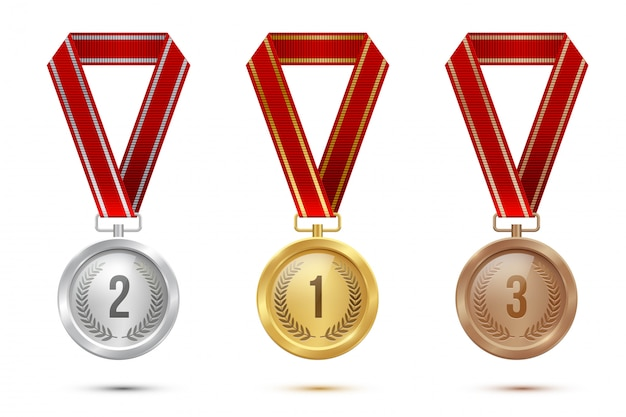 Medaglie in bianco dorate, d'argento e di bronzo che appendono sui nastri rossi isolati Vettore Premium