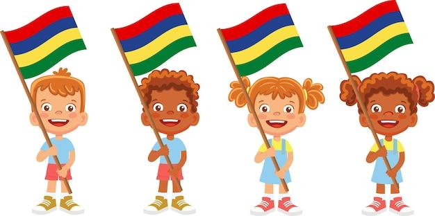 Gruppo di bambini che tengono la loro illustrazione della bandiera nazionale Vettore Premium