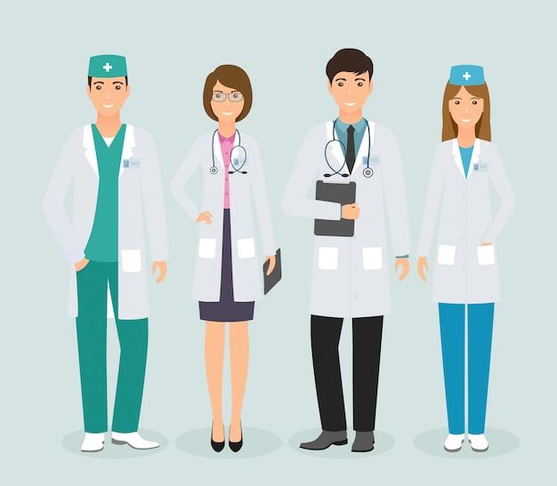 Gruppo di quattro medici in piedi insieme in uniforme. medici e infermieri in diverse pose. Vettore Premium