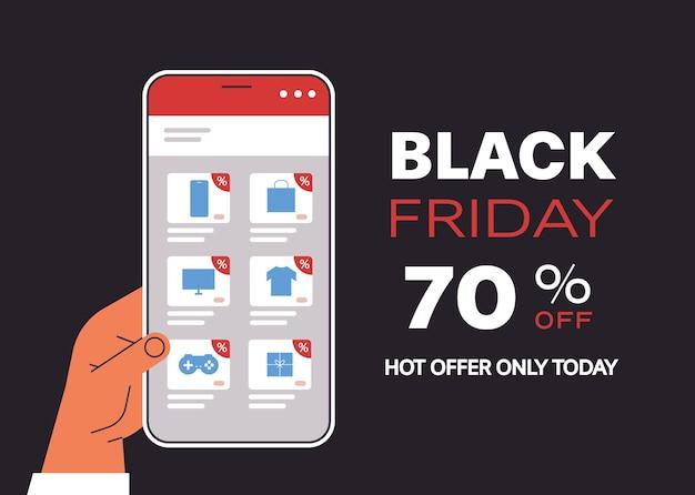 Mano che sceglie le merci sullo schermo dello smartphone shopping online venerdì nero vendita sconti vacanze concetto di e-commerce banner Vettore Premium