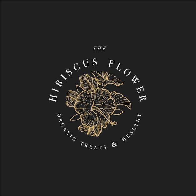 Illustrazione di logo di fiori di ibisco di tiraggio della mano. ghirlanda floreale. emblema floreale botanico con tipografia su sfondo nero. Vettore Premium