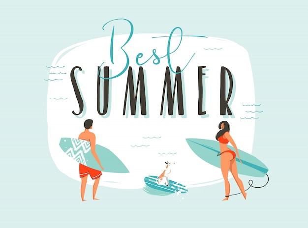 Illustrazione disegnata a mano di divertimento di ora legale del fumetto con la famiglia felice dei surfisti con i bordi lunghi e la citazione moderna di tipografia migliore estate isolata Vettore Premium