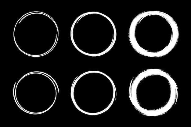 Set di frame di schizzo di cerchi disegnati a mano. scribble linea cerchio. Vettore Premium