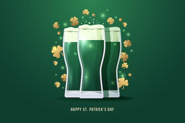 Buon giorno di san patrizio. immagine di tre bicchieri di birra con foglie di trifoglio d'oro su sfondo verde. illustrazione. Vettore Premium