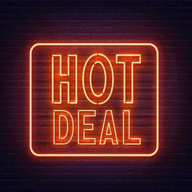 Hot deal insegna al neon sulla priorità bassa del muro di mattoni. Vettore Premium