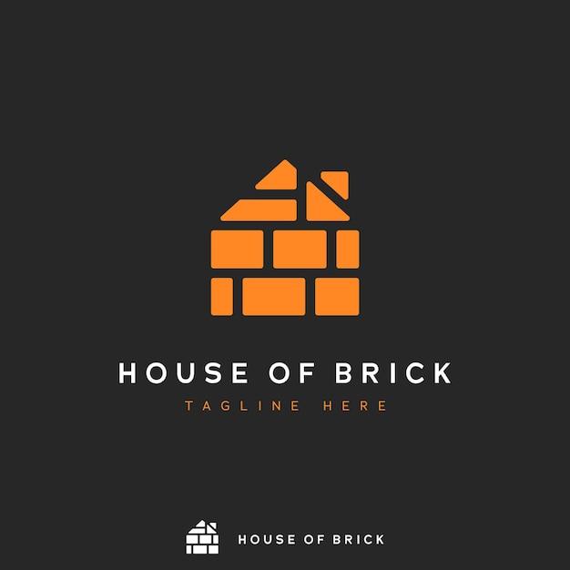 Casa del logo di mattoni, mucchio di forma di mattoni arancioni nel logo dell'icona di concetto di forma di casa Vettore Premium