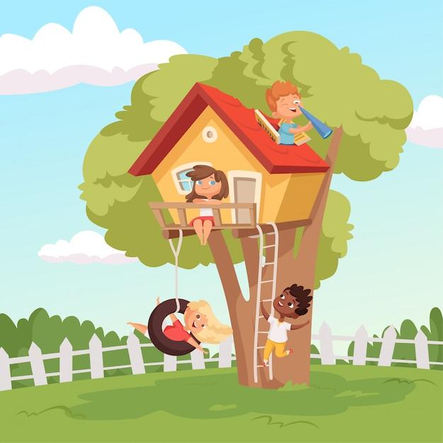 Casa sull'albero. bambini svegli che giocano nei bambini rampicanti della natura del giardino Vettore Premium