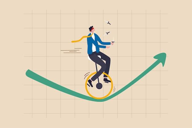 Rischio di investimento, assicurazione, opportunità di business per crescere nel concetto di crisi economica, uomo d'affari dell'investitore di fiducia con gli occhi bendati e coltelli da giocoliere in sella a un monociclo su una ruota sul grafico verde in aumento Vettore Premium