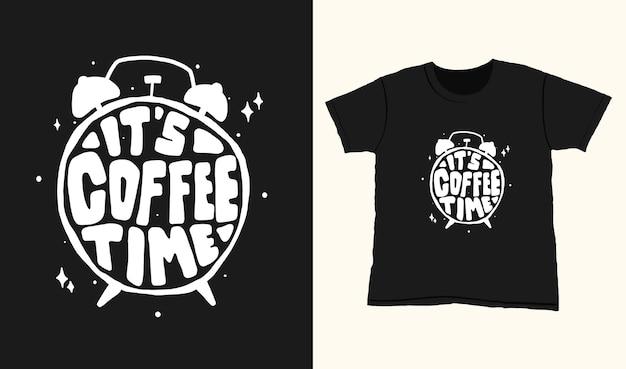 È l'ora del caffè. citare le scritte di tipografia per il design della maglietta. lettere disegnate a mano Vettore Premium