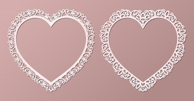 Strutture del pizzo della carta del taglio del laser a forma di cuore, illustrazione. cornice per foto ornamentale con motivo. Vettore Premium