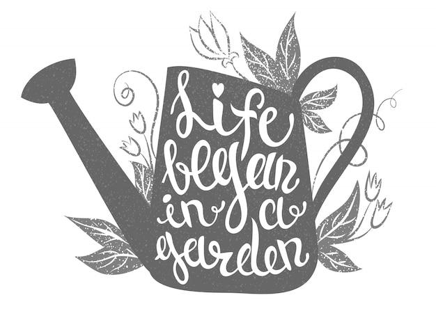 Lettering: la vita è iniziata in un giardino. illustrazione con annaffiatoio Vettore Premium