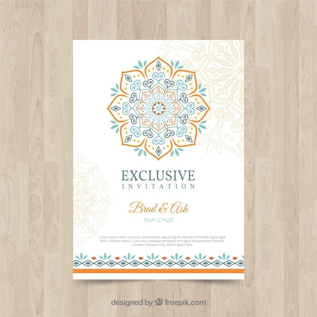 Modello di invito di matrimonio incantevole con mandala colorato Vettore Premium