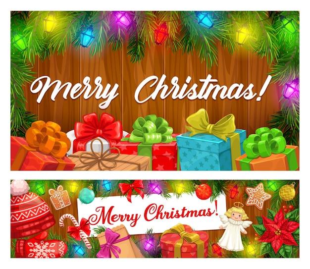 Buon natale striscioni di ghirlande di natale e regali per le vacanze invernali. scatole presenti con nastri e fiocchi, bastoncini di zucchero, pan di zenzero e palline, pino, luci e cappello rosso su fondo in legno Vettore Premium