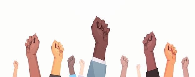 Mescola i pugni alzati di attivisti per la parità Vettore Premium