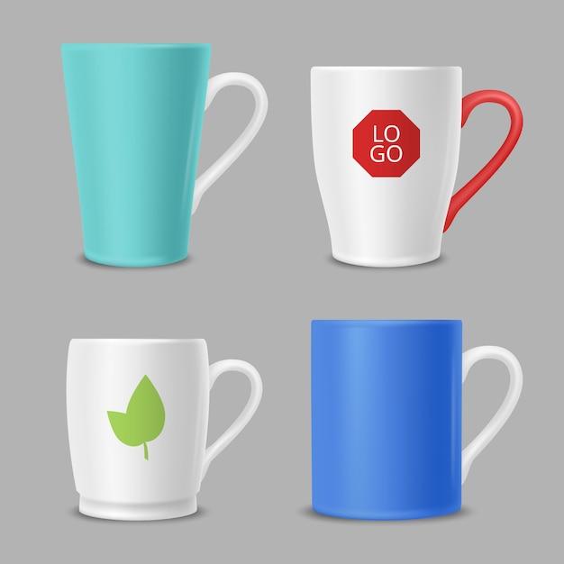 Tazze mockup. le tazze dell'ufficio di identità aziendale con il logos hanno colorato il modello di vettore Vettore Premium