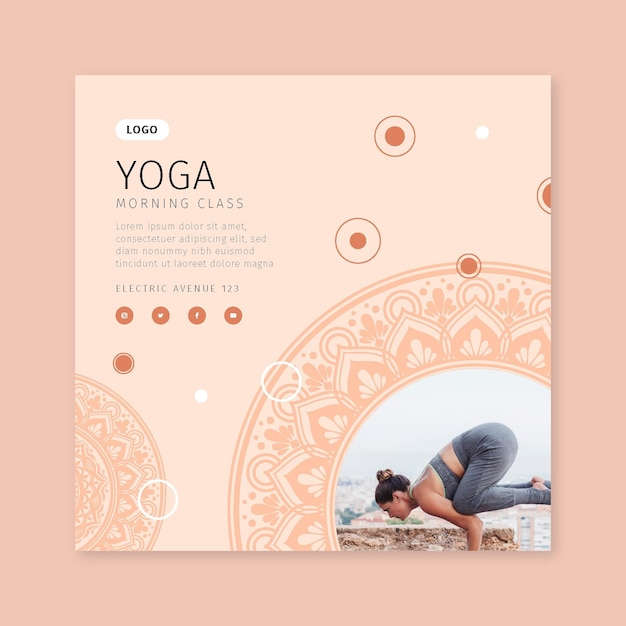 Modello di volantino quadrato di lezione di yoga mattutino Vettore Premium