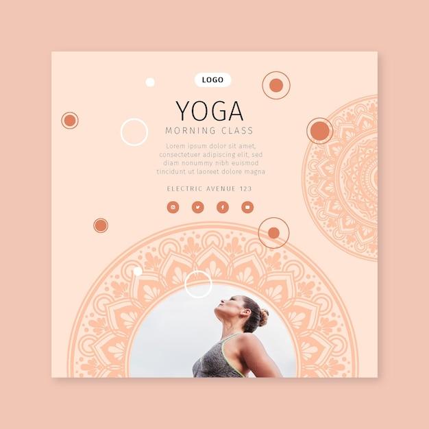 Volantino quadrato di lezione di yoga mattutina Vettore Premium