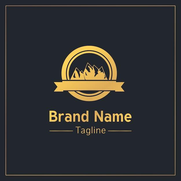 Modello di logo tradizionale d'oro di montagne Vettore Premium