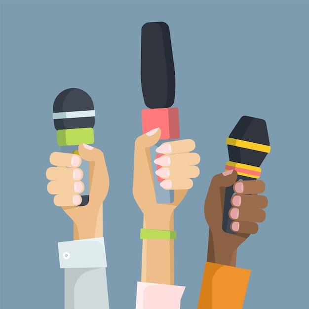 Giornalisti multietnici che tengono l'illustrazione piana di vettore dei microfoni Vettore Premium