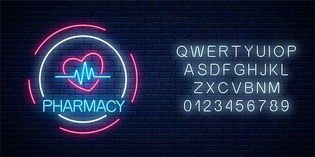 Insegna d'ardore della farmacia al neon con forma di cuore e grafico a impulsi con alfabeto sul fondo del muro di mattoni. Vettore Premium