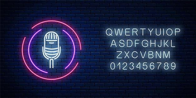 Insegna al neon con microfono in cornice rotonda con alfabeto. Vettore Premium