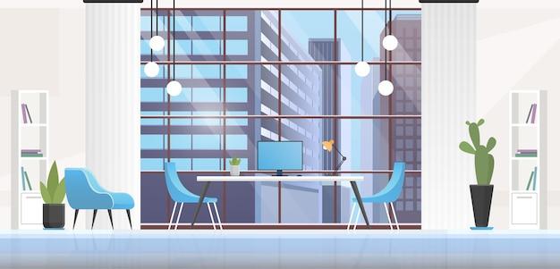 Stanza interna dell'ufficio, posto di lavoro vuoto panoramico all'interno Vettore Premium