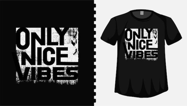 Solo belle vibrazioni tipografia lettering modello di t shirt design per abbigliamento di moda Vettore Premium