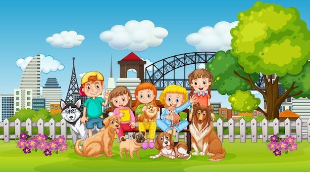 Parco scena all'aperto con molti bambini e il loro animale domestico Vettore Premium