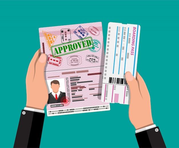 Passaporto con timbri di visto, carta d'imbarco Vettore Premium