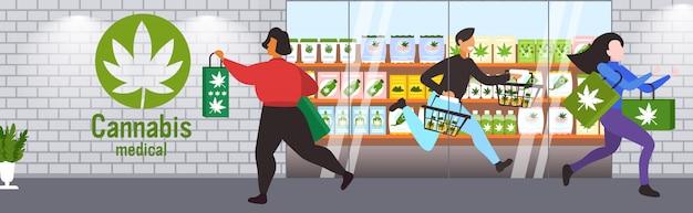 Persone che trasportano prodotti cbd moderno negozio di cannabis esterno marijuana legalizzazione droghe concetto di consumo orizzontale a figura intera Vettore Premium