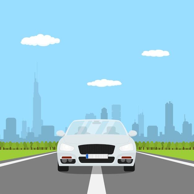 Foto di auto sulla strada con la foresta e la grande città silhouette su bakground, illustrazione di stile Vettore Premium