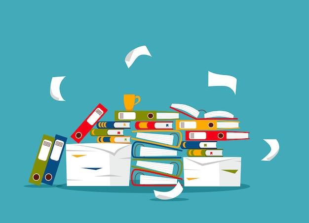 Pila di carte da ufficio, documenti e concetto di cartelle di file. documenti disordinati non organizzati stress, scadenza, burocrazia, illustrazione piatta del fumetto di scartoffie pesanti. Vettore Premium