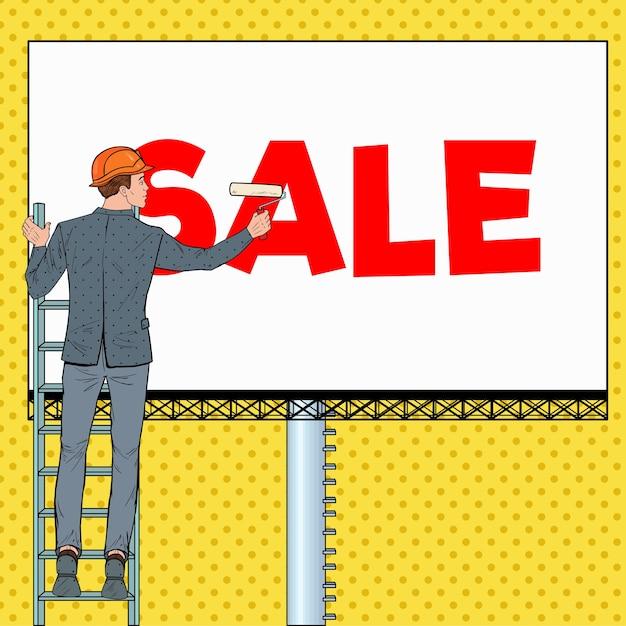 Uomo d'affari di pop art in casco con il tabellone per le affissioni. lavoratore di sesso maschile che applica banner di vendita. concetto di pubblicità. Vettore Premium