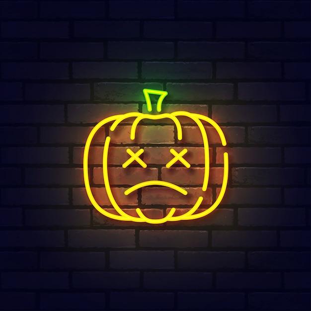 Insegna al neon di zucca, insegna luminosa, insegna luminosa. neon di logo di halloween, emblema. Vettore Premium