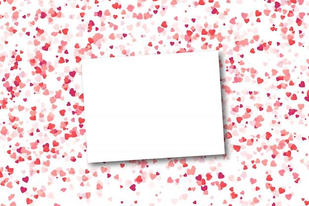 Biglietto di auguri vuoto realistico con coriandoli cuore su sfondo bianco. concetto di happy valentines day. Vettore Premium