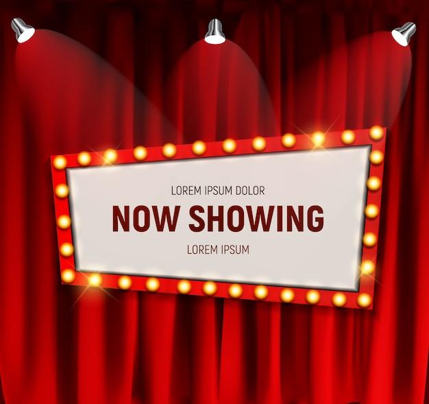 Cinema retrò realistico ora mostra bacheca con cornice lampadina su sfondo di tende. Vettore Premium