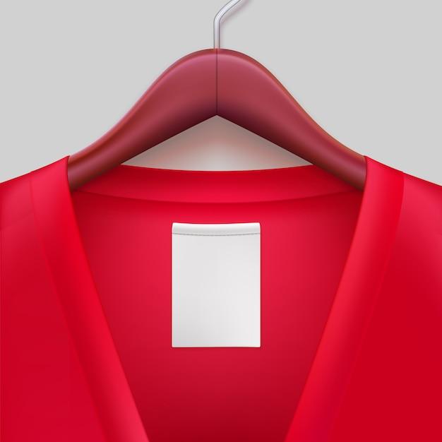 Giacca rossa con etichetta appesa a un gancio. Vettore Premium