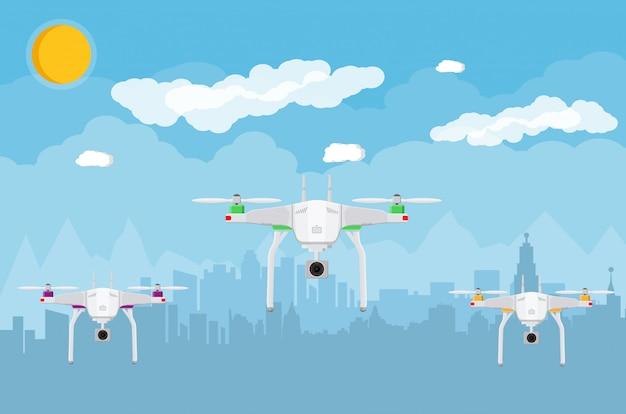 Drone aereo telecomandato in cielo Vettore Premium