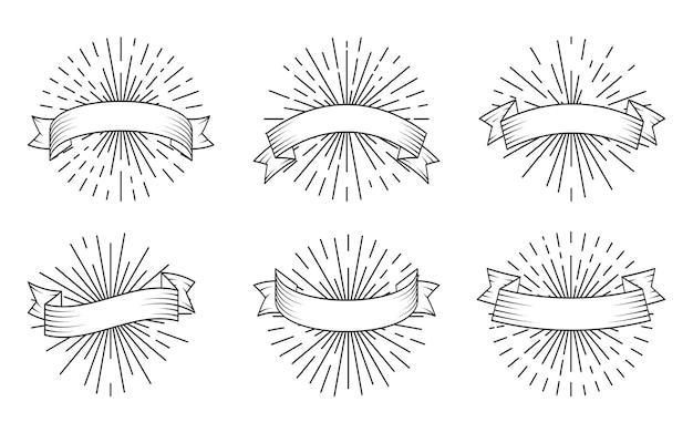 Nastri lineari neri retrò con sprazzo di sole, set. vecchio nastro vintage in stile incisione. nastri banner in bianco disegnati a mano con raggi di luce Vettore Premium