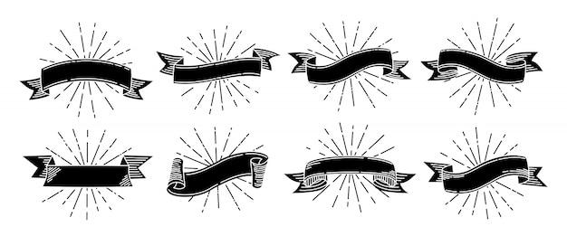Set retrò di doodle del nastro. nastri disegnati a mano nera vecchia incisione. nastro con raggi di luce. antica collezione grunge, vuoto. Vettore Premium