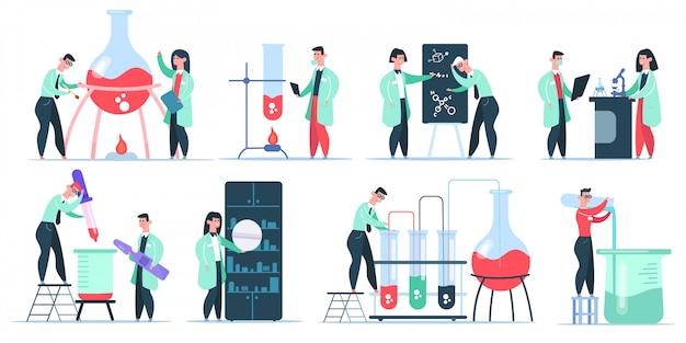 Personaggi di chimico di scienza. ricerca in laboratorio di scienze, scienziati di clinica chimica di lavoro. insieme dell'illustrazione dei ricercatori farmaceutici. laboratorio e laboratorio, bruciare il tubo con liquido Vettore Premium