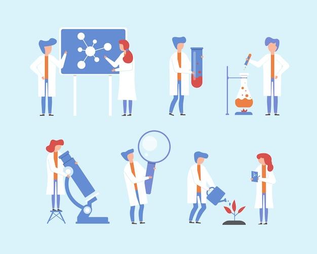 Scienziato che lavora, insieme dell'illustrazione di ricerca scientifica, gente piana del fumetto, minuscolo personaggio con microscopio da laboratorio, attrezzatura scientifica lente d'ingrandimento Vettore Premium