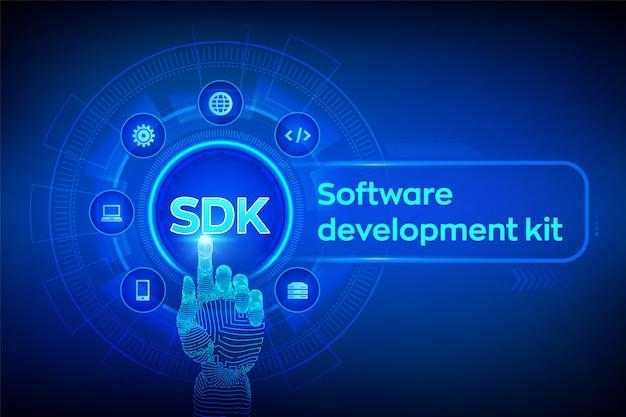 Sdk. concetto di kit di sviluppo software su schermo virtuale. interfaccia digitale commovente della mano robot. Vettore Premium