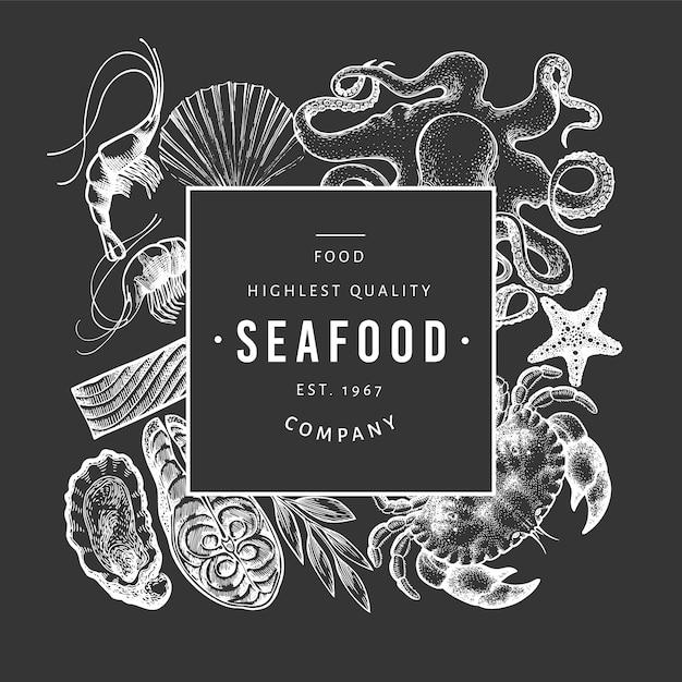 Modello di frutti di mare e pesce. illustrazione disegnata a mano sulla lavagna. cibo retrò. Vettore Premium